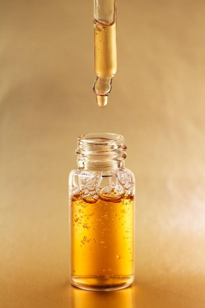 Kleine Flasche mit Vitamin-D3-Öl