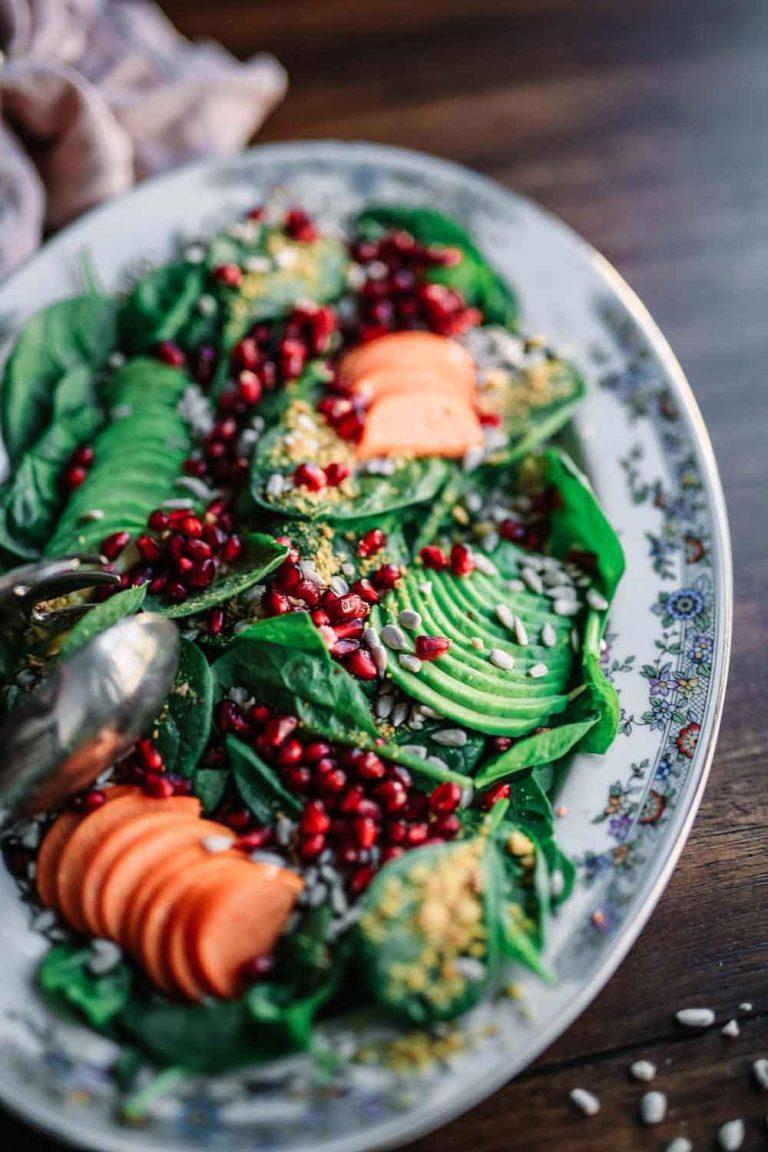 Gesundes Fitness-Essen auf einem Teller.