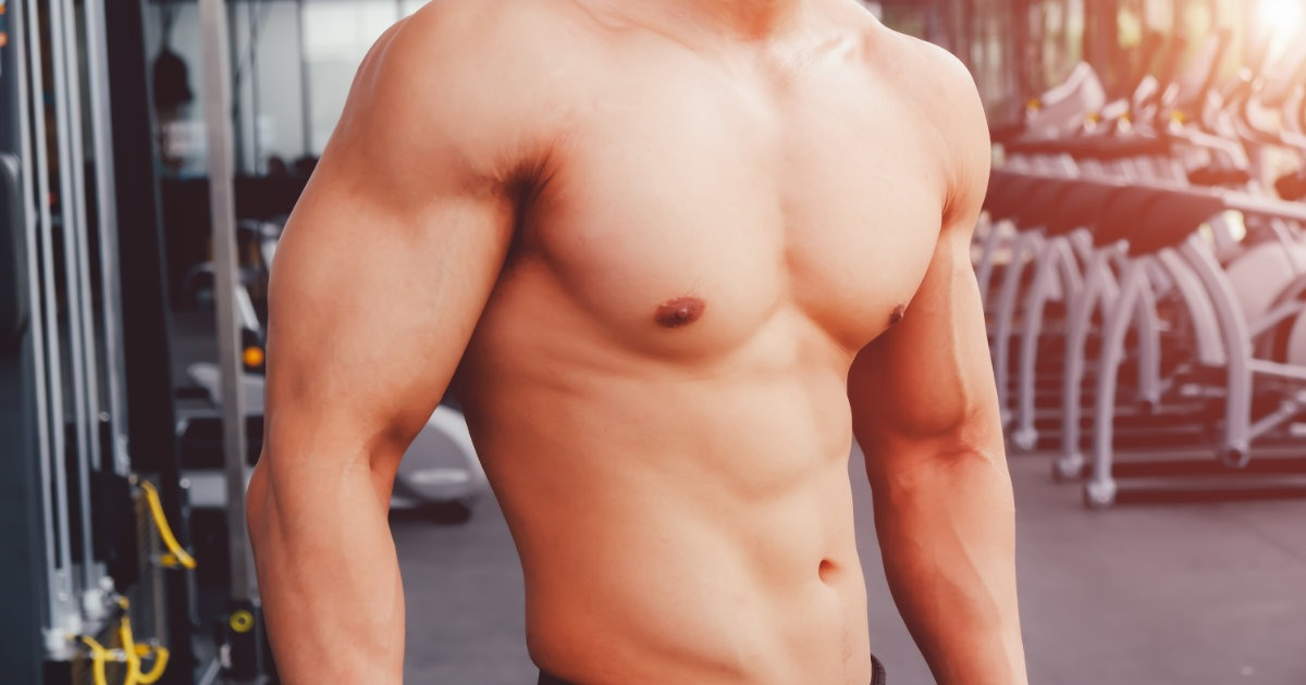 Bodybuilder mit einem Körperfett-Anteil von circa 20 %