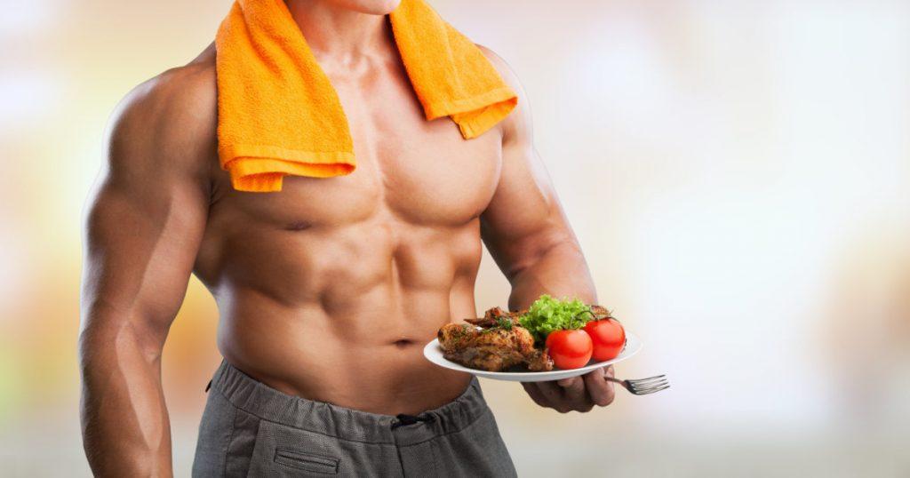 Bodybuilder, proteinreiche Mahlzeit auf einem Teller