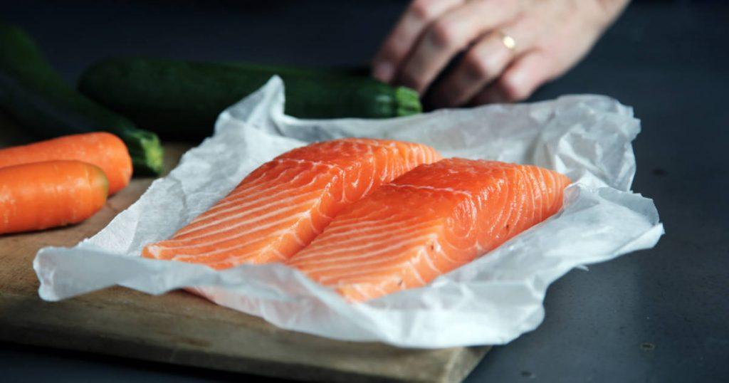 Lachs, hervorragendes Lebensmittel für die Deckung des Omega-3-Bedarfs