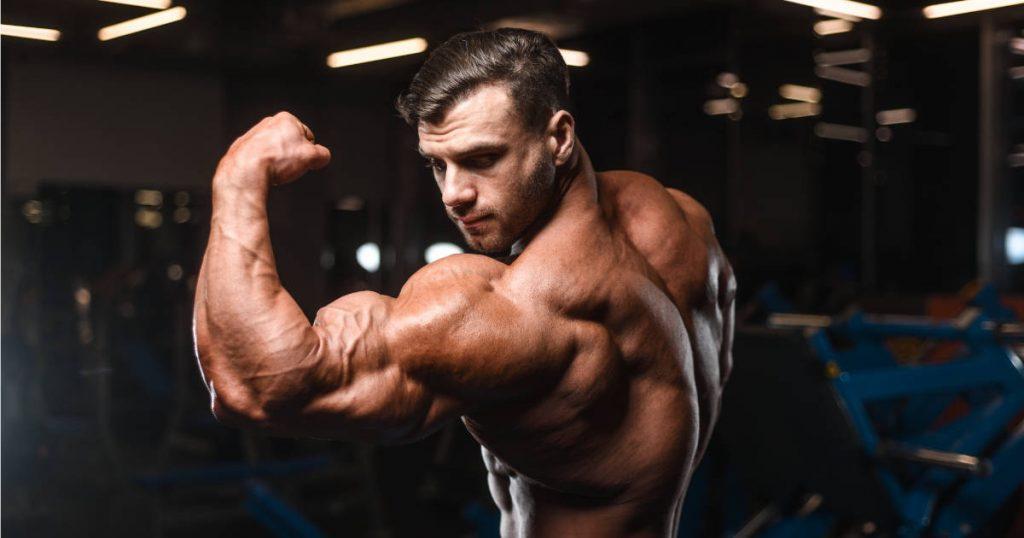 Bodybuilder Bizeps-Pose