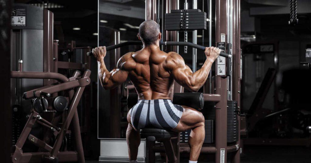 Beste Rückenübung: Latziehen am Kabelzug, sitzend